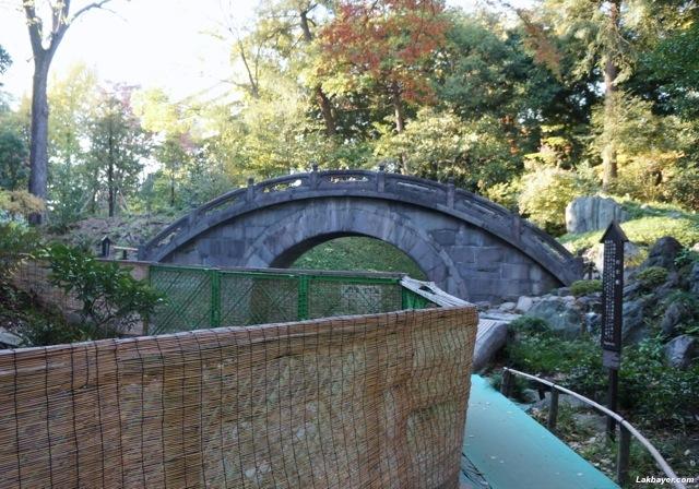 Koishikawa Korakuen - construction around the Engetsu-kyo Bridge