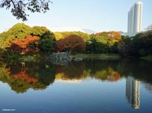 Koishikawa Korakuen - pond with Tokyo Dome & Tokyo hotel background